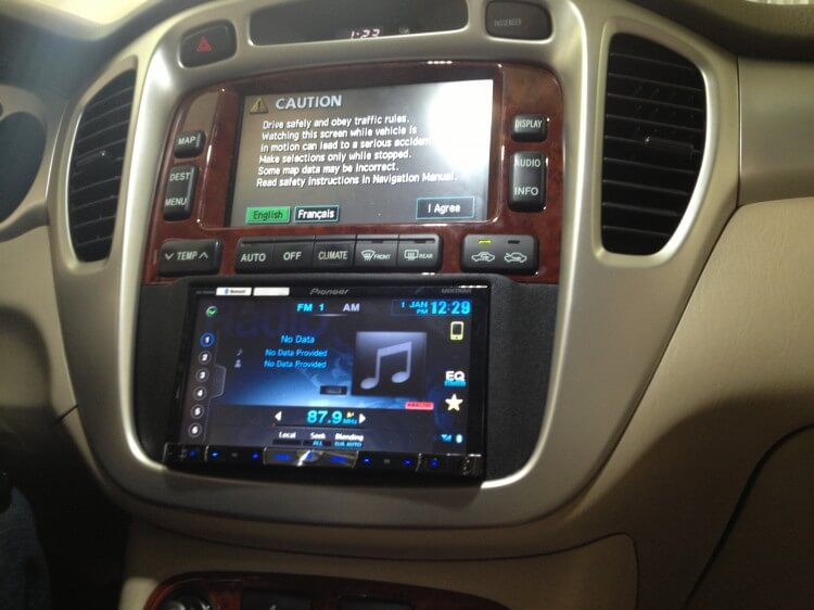 2006 Toyota Highlander Hybrid Gets A New Pioneer Double Din Radio Rhhandcraftedcaraudio: 2007 Highlander Aftermarket Radio At Elf-jo.com
