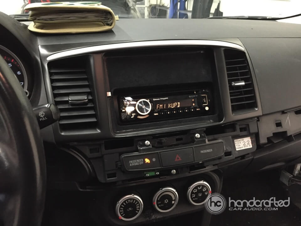 2008 mitsubishi lancer gets an ipad in the dash and a